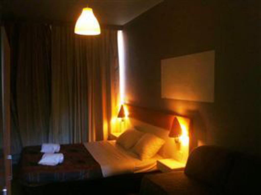 Single Room with Shared Bathroom - Bed Hotel Botanique