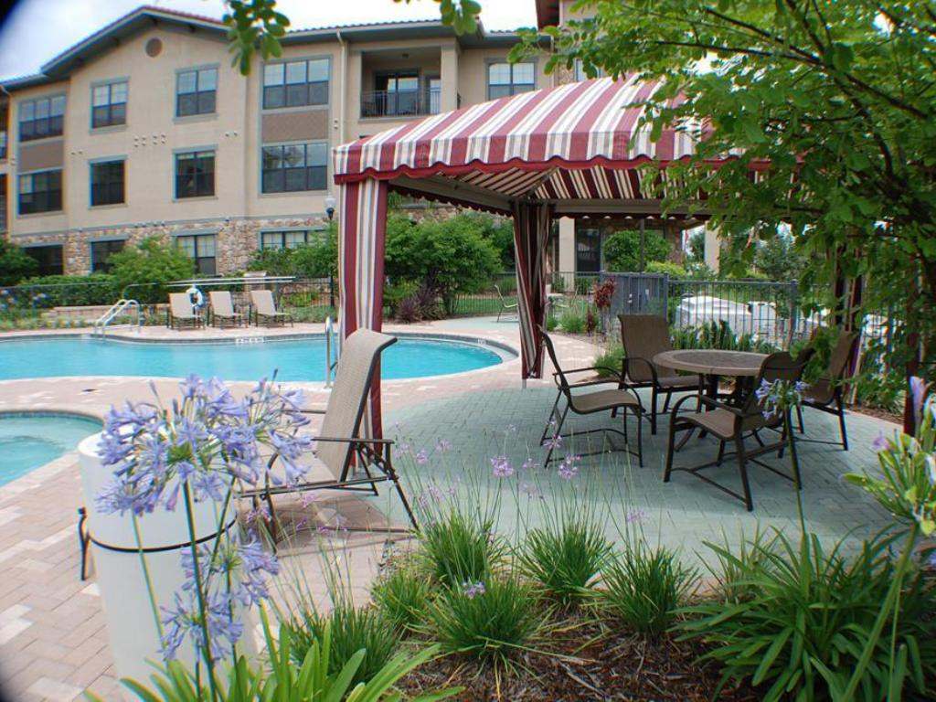 Swimming pool Bella Piazza Condo at 903 Charo Parkway