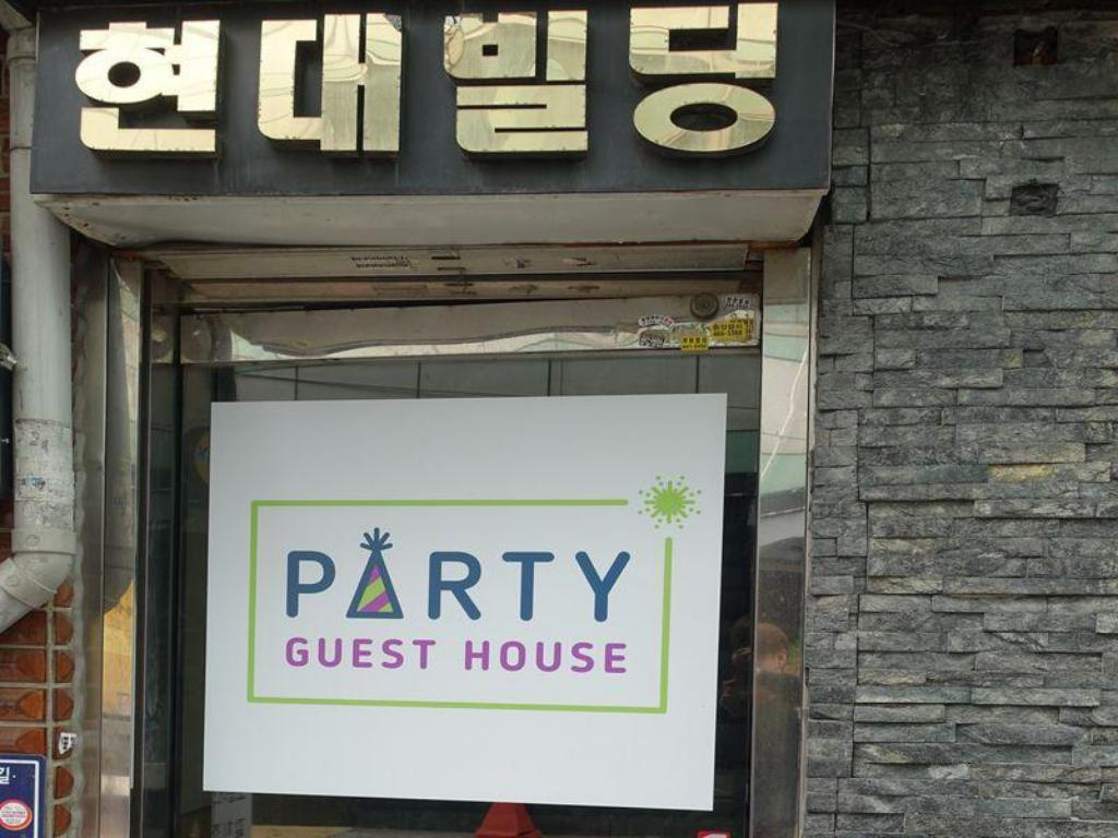 1 Bed in 4-Bed Dormitory - Entrance Busan Party Guest House