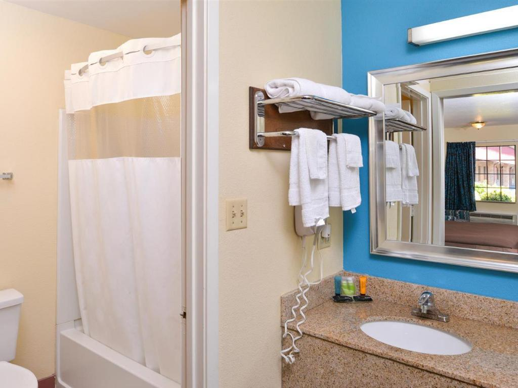 צפו בכל 15 התמונות Americas Best Value Inn - Batesville, MS