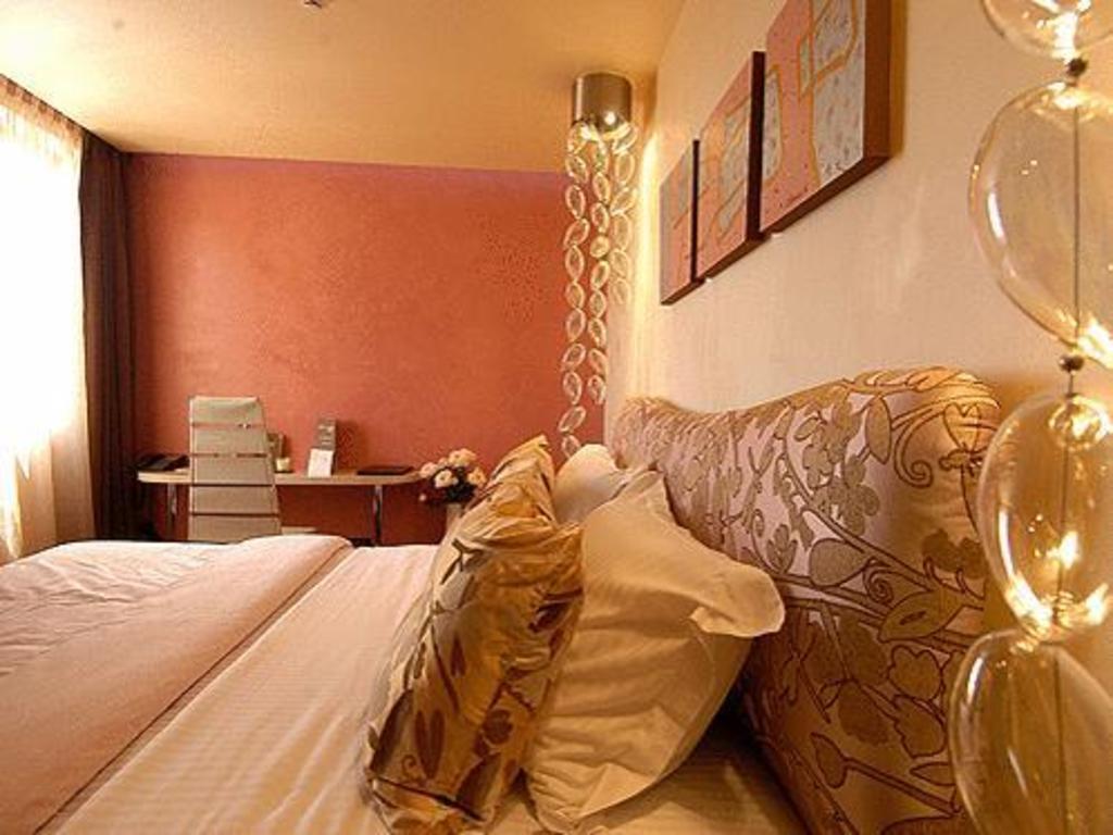 Les Fleurs Boutique Hotel in Sofia Room Deals Photos Reviews