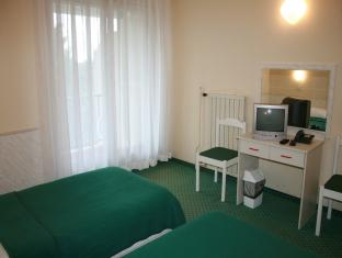 Værelse med dobbeltseng eller 2 enkeltsenge og altan (Double or Twin Room with Balcony)