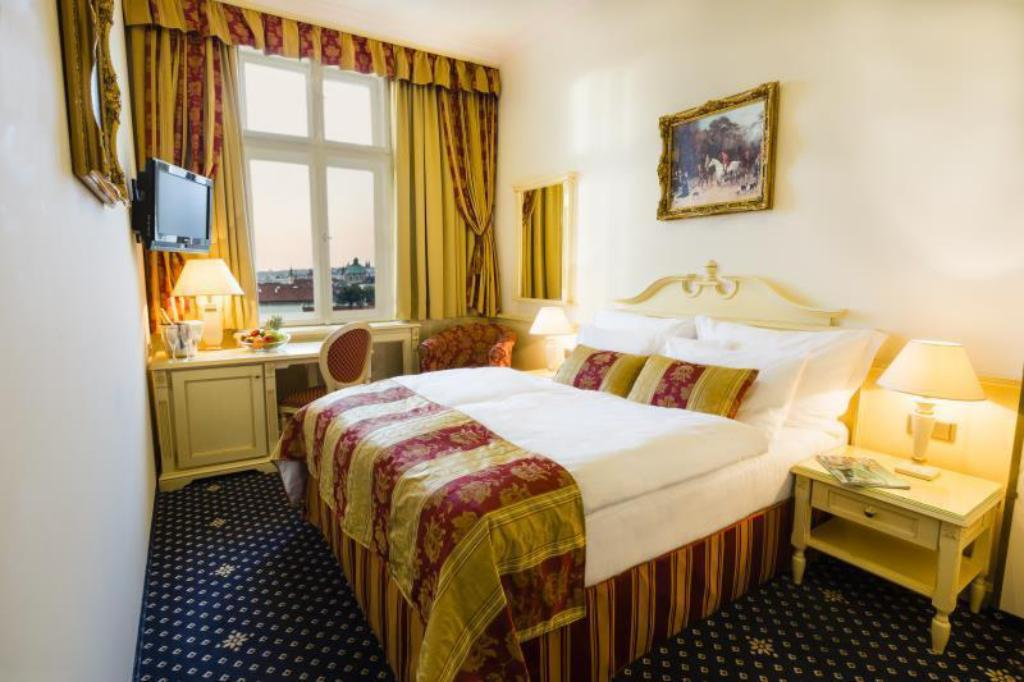 Standard Double or Twin - Guestroom Luxury Family Hotel Royal Palace