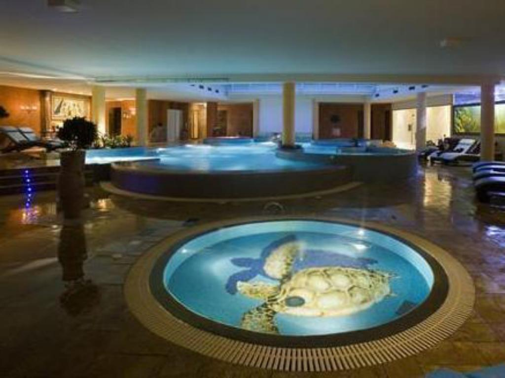 Yüzme havuzu Grand Rose SPA Hotel
