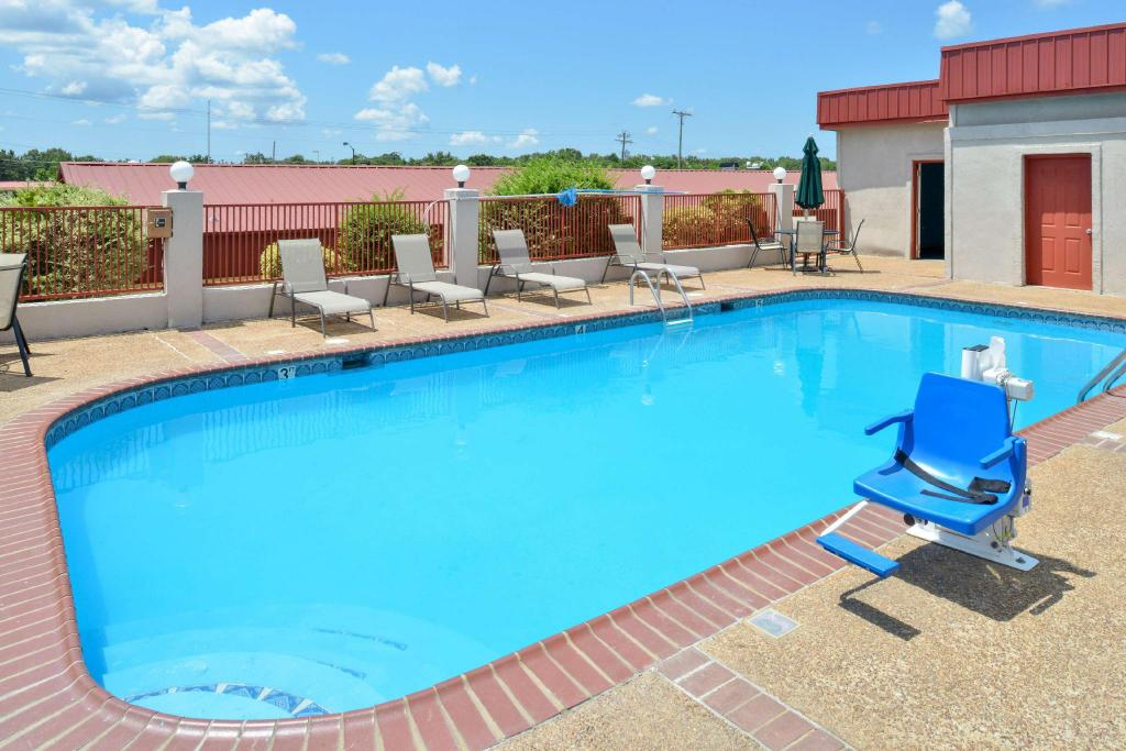 בריכת שחייה - חיצונית Americas Best Value Inn - Batesville, MS