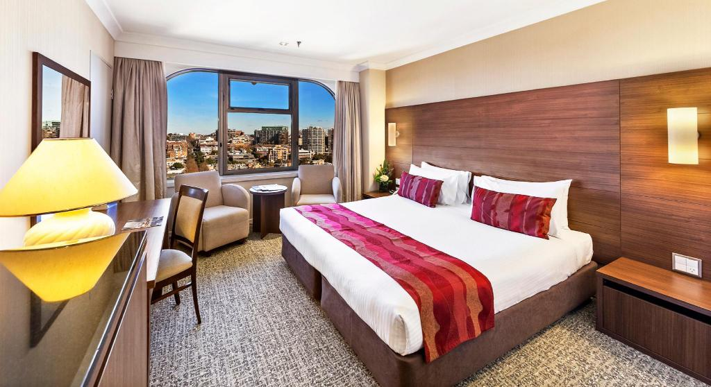 Deluxe City King - Bed The Sydney Boulevard Hotel
