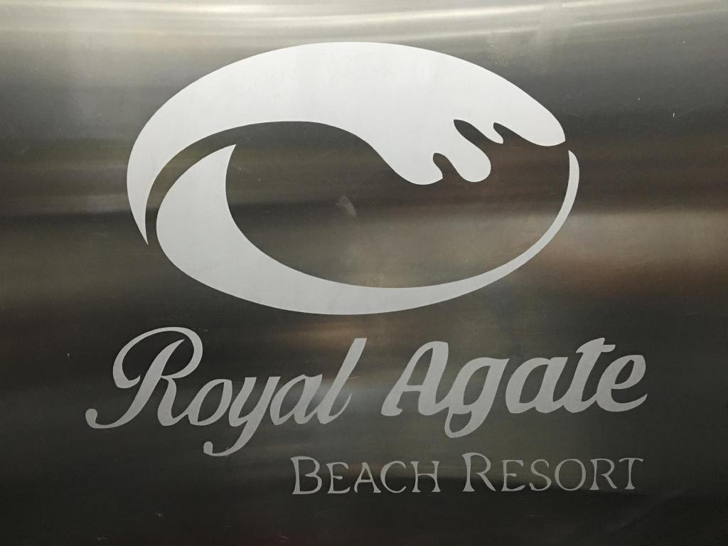 Lobi Royal Agate Beach Resort