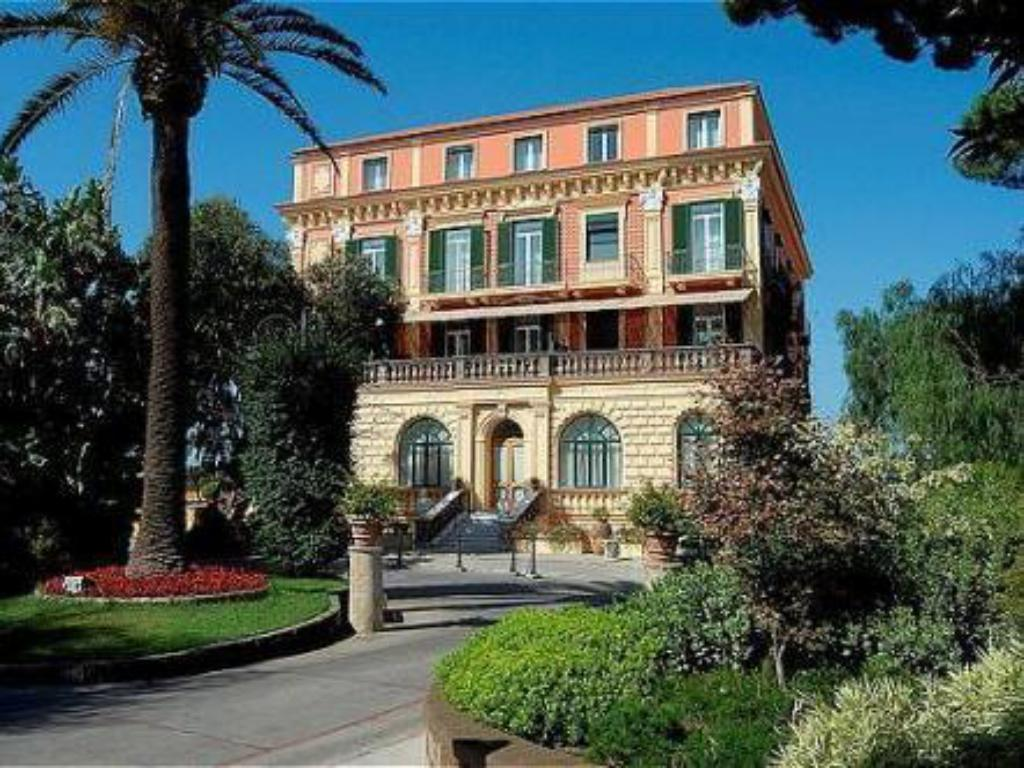 Meer over Grand Hotel Excelsior Vittoria