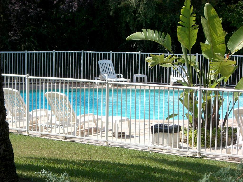 Swimming pool Campanile Cannes Ouest - Mandelieu