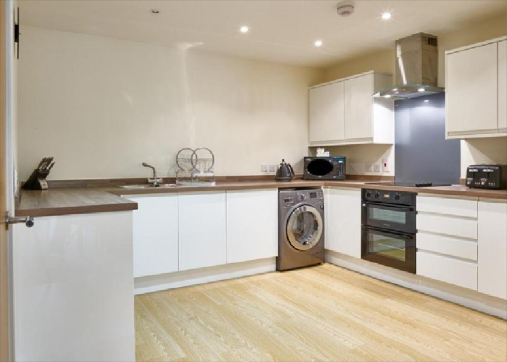 kitchen Charter House - Shortstay MK Serviced Apartments