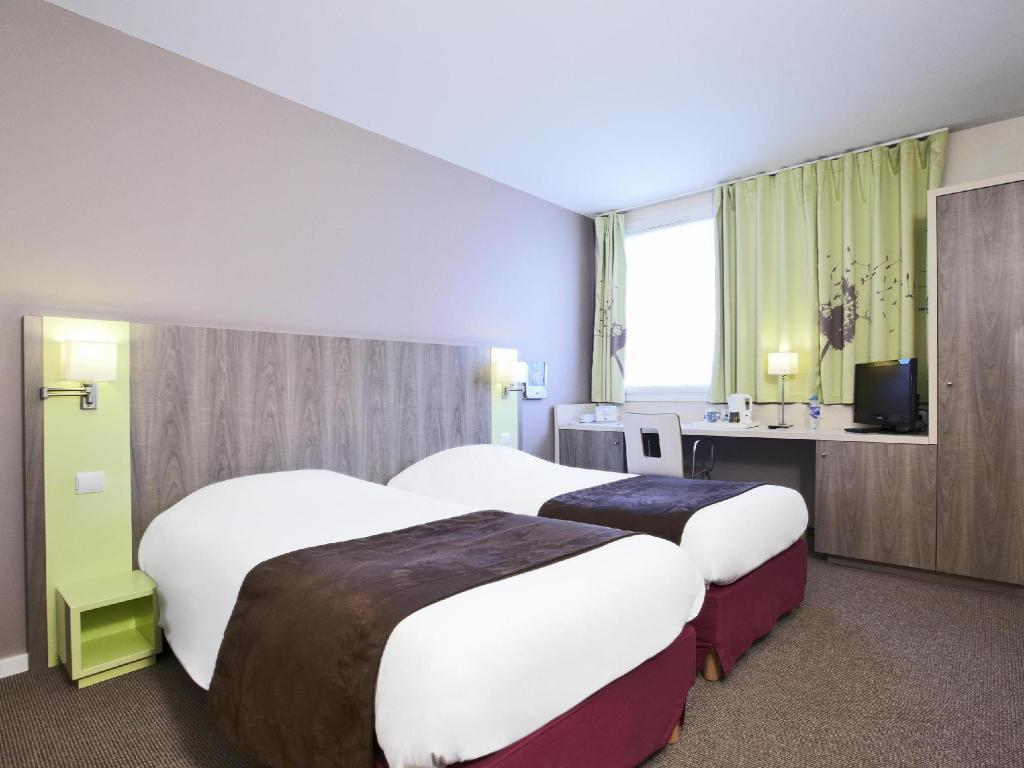 2 Single Beds - Guestroom Kyriad Chartres