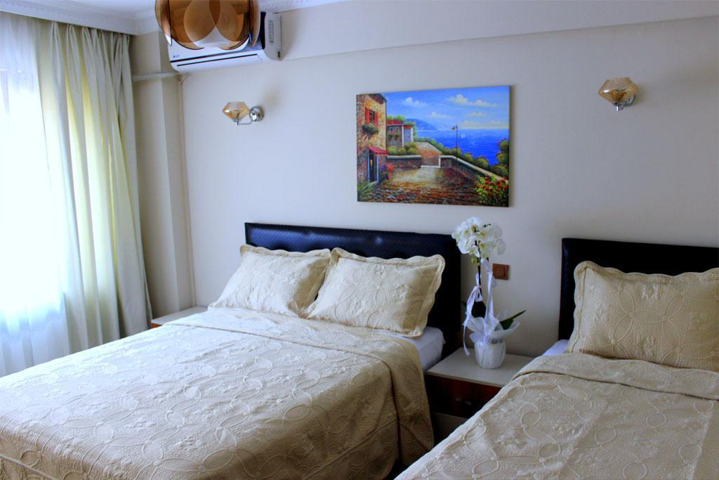 Triple - amb 1 llit de matrimoni + 1 llit individual (Triple - 1 Double + 1 Single Bed)