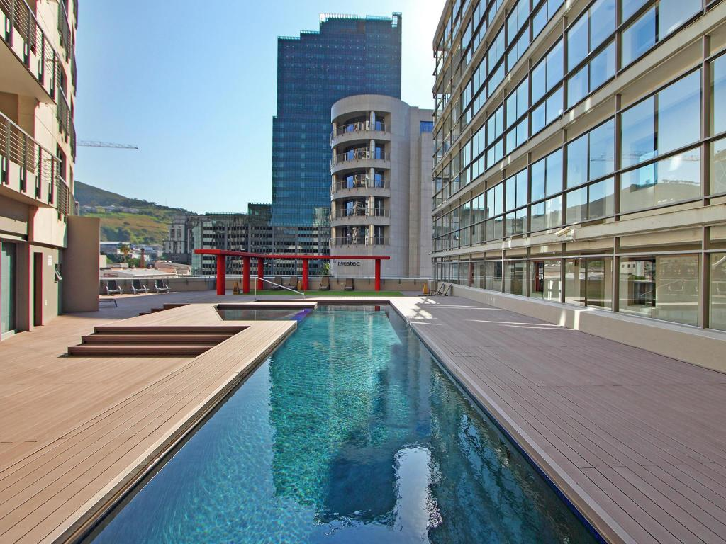 Piscina Icon Apartments Cape Town - Accommodation Daddy