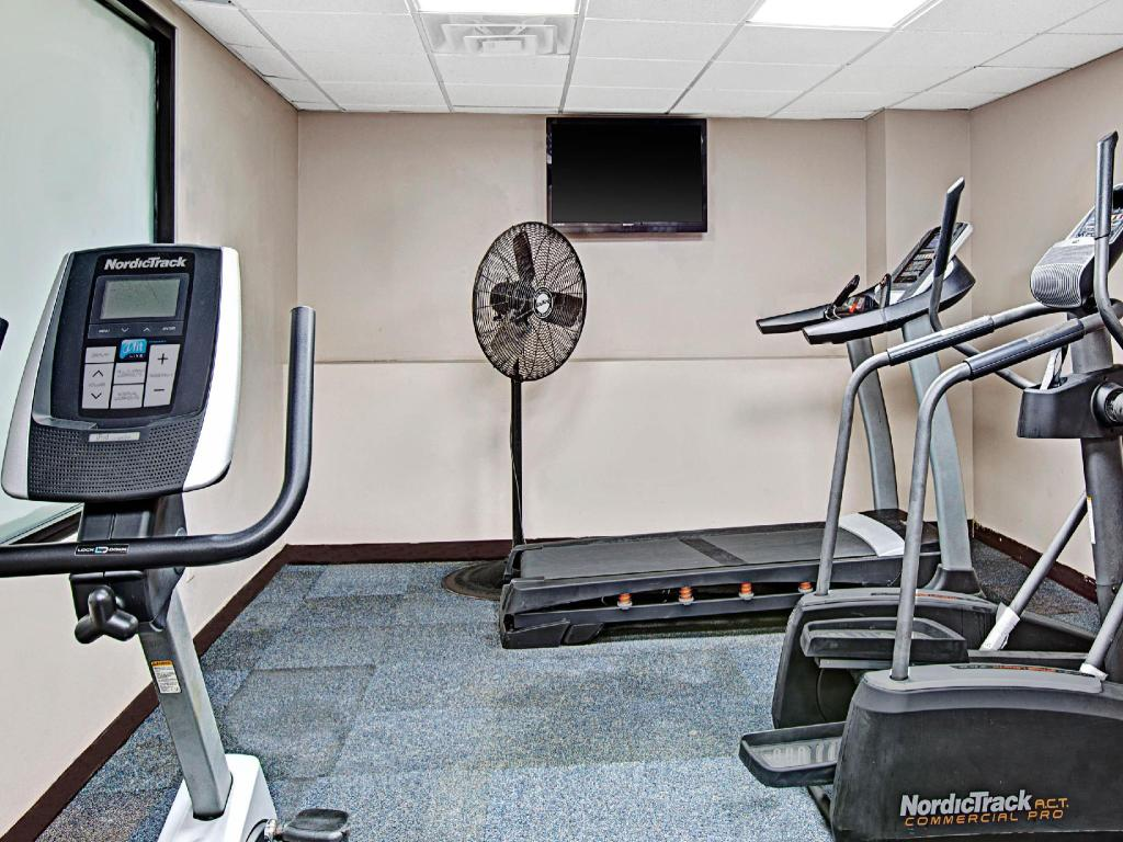 gimnasio Super 8 By Wyndham Jamaica North Conduit