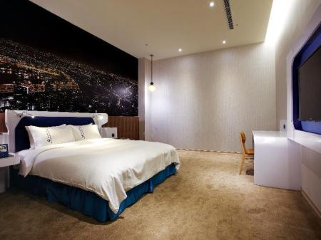 Superior Double Room with Handy Phone, without Window Airline Inn Taichung Green Park Way
