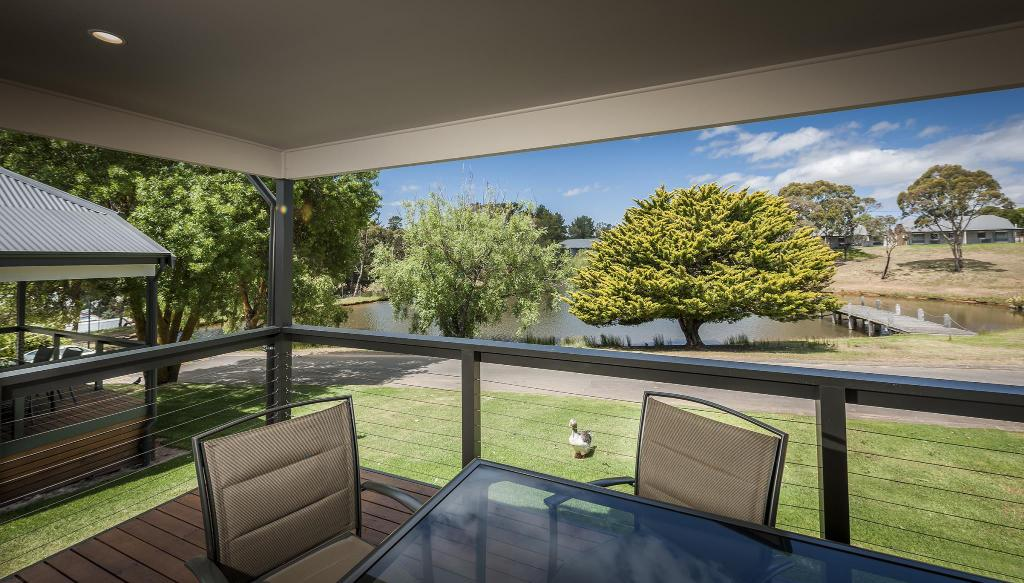 Family Cottage with Lake View - Interior view Hahndorf Resort Tourist Park