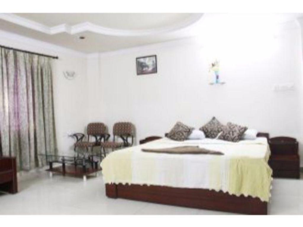 Vista Rooms near MLA Colony