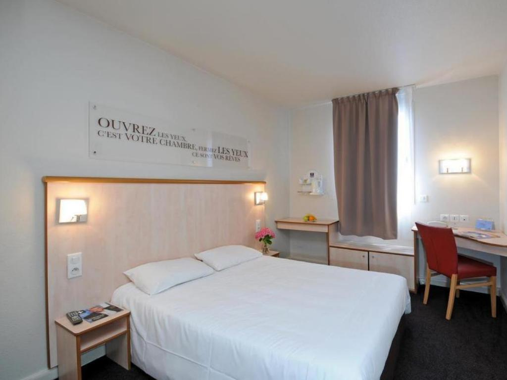 Hotel Kyriad Lyon Centre Croix Rousse In France