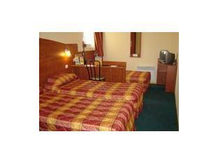 Triple Room (1 double bed and 1 simple bed)