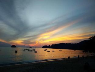 Walking Distance To The Beach , Pangkor