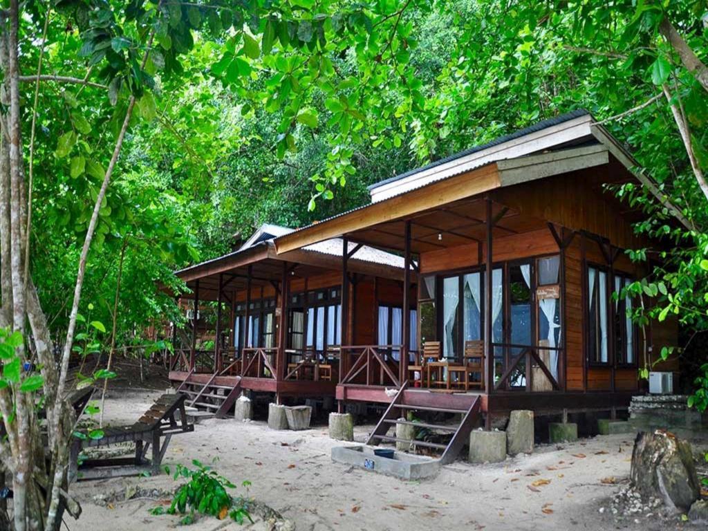 Hasil gambar untuk Raja Ampat Dive Resort