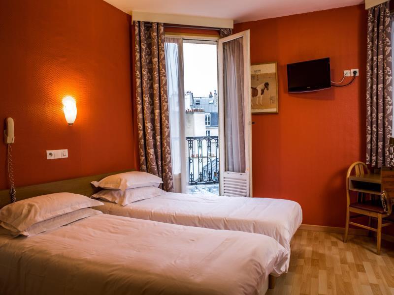 Hotel Des 3 Nations in Paris - Room Deals, Photos & Reviews