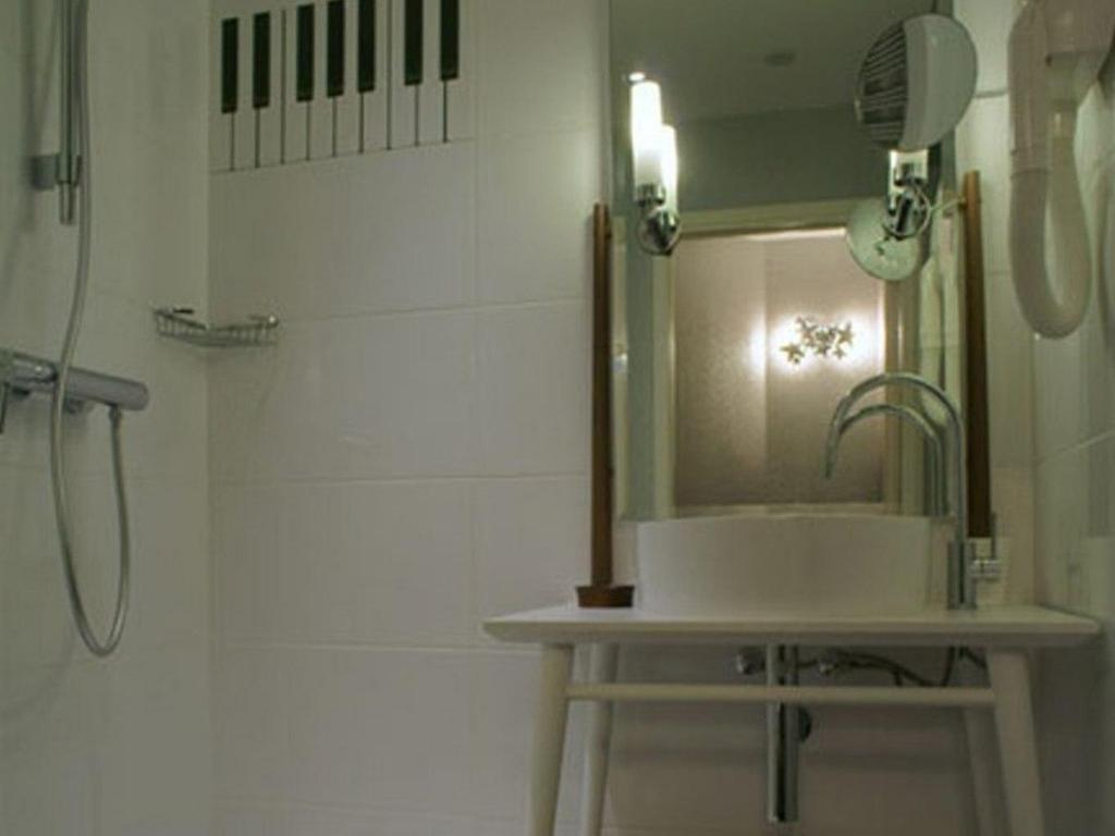 Single - Bathroom Hotel du Triangle d'Or