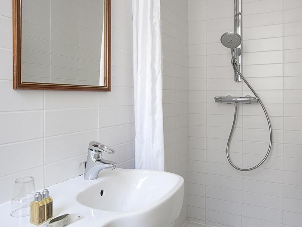 HotelHome Paris 16 in France - Room Deals, Photos & Reviews
