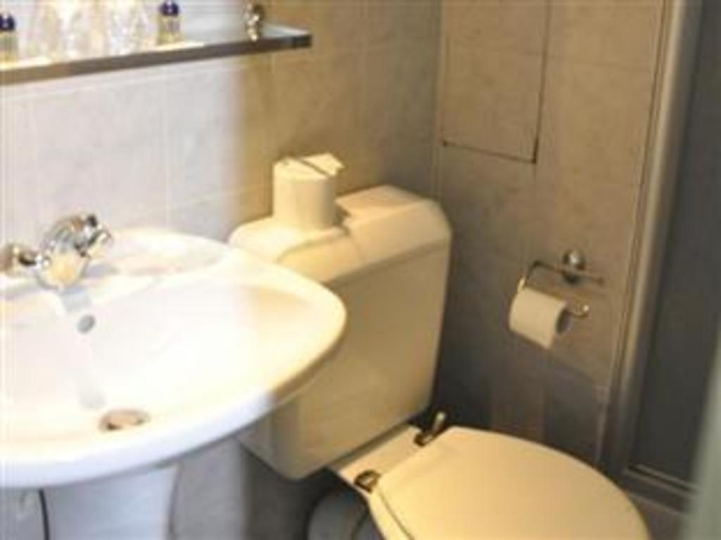 Hotel Saphir Grenelle Best Price On Hotel Saphir Grenelle In Paris Reviews