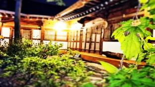 Moonlight Hanok Guesthouse