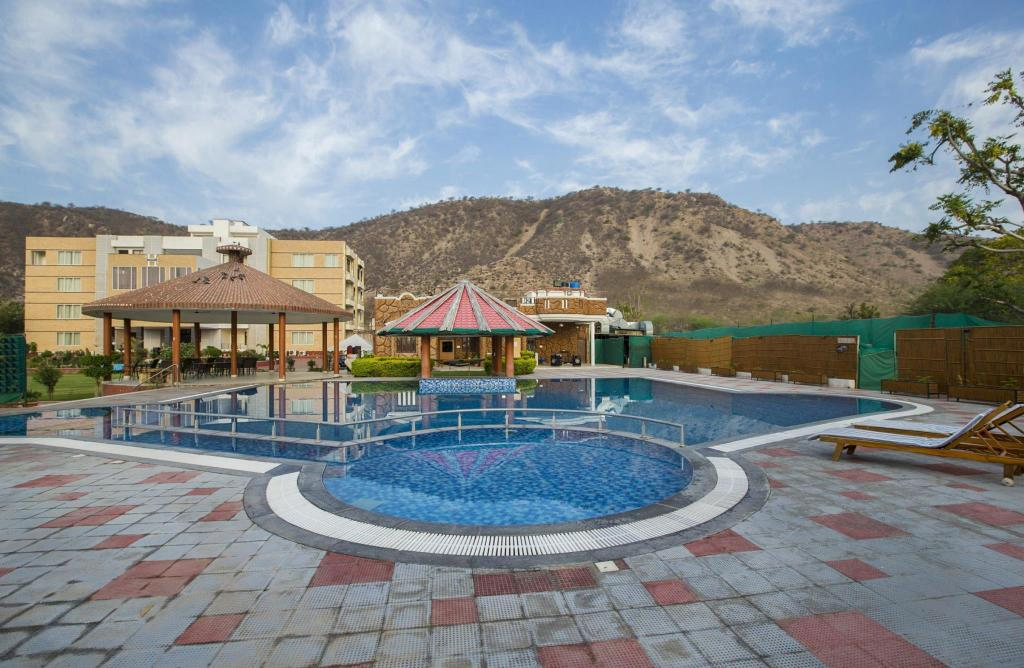Best Price On Heiwa Heaven Resort In Jaipur Reviews