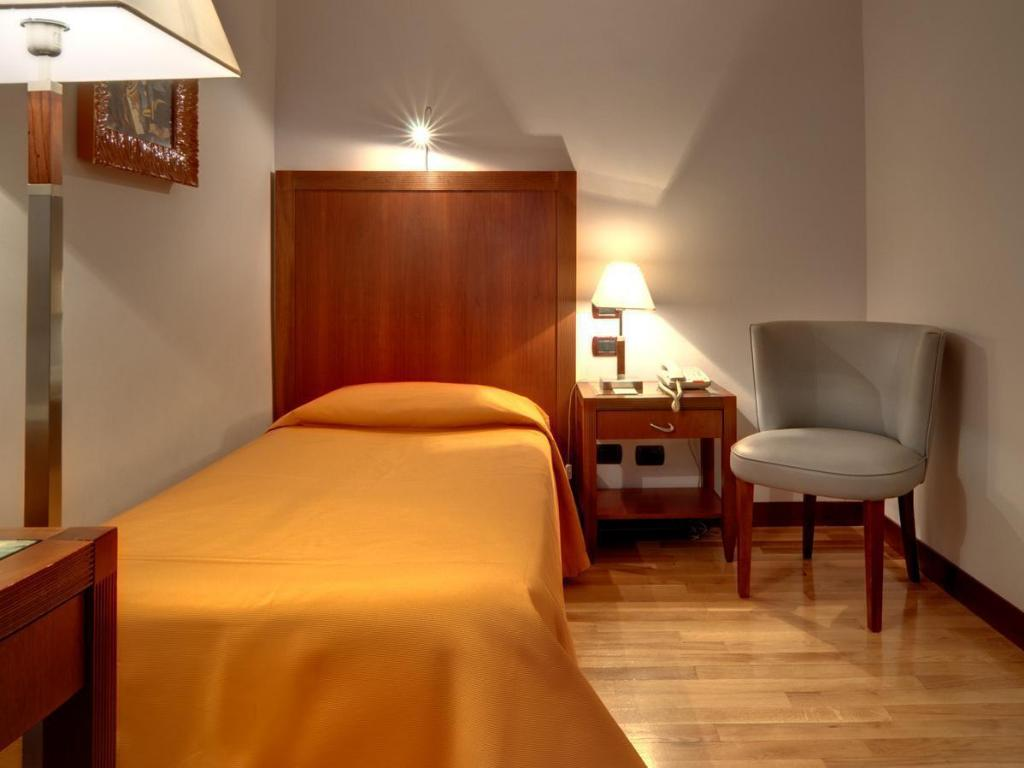 Single - Guestroom Genova Hotel