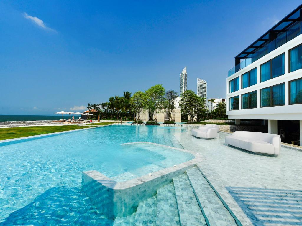 Außenpool Veranda Resort Pattaya - Mgallery by Sofitel