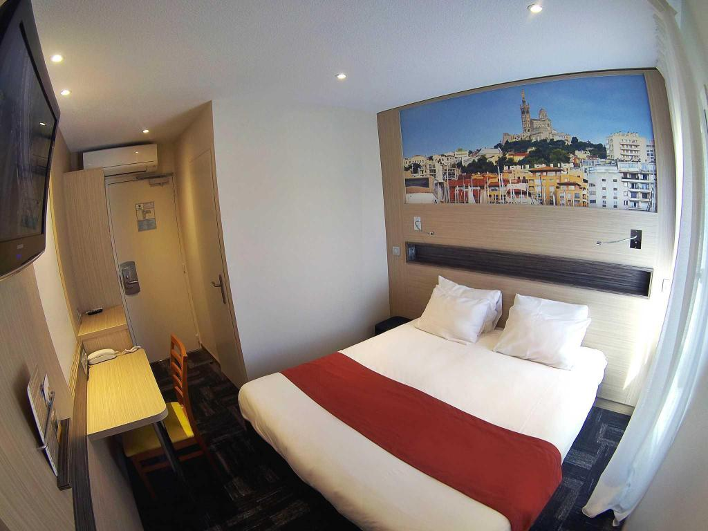 Standard 1 Queen Bed Non Smoking - Ágy Comfort Hotel Marseille Airport