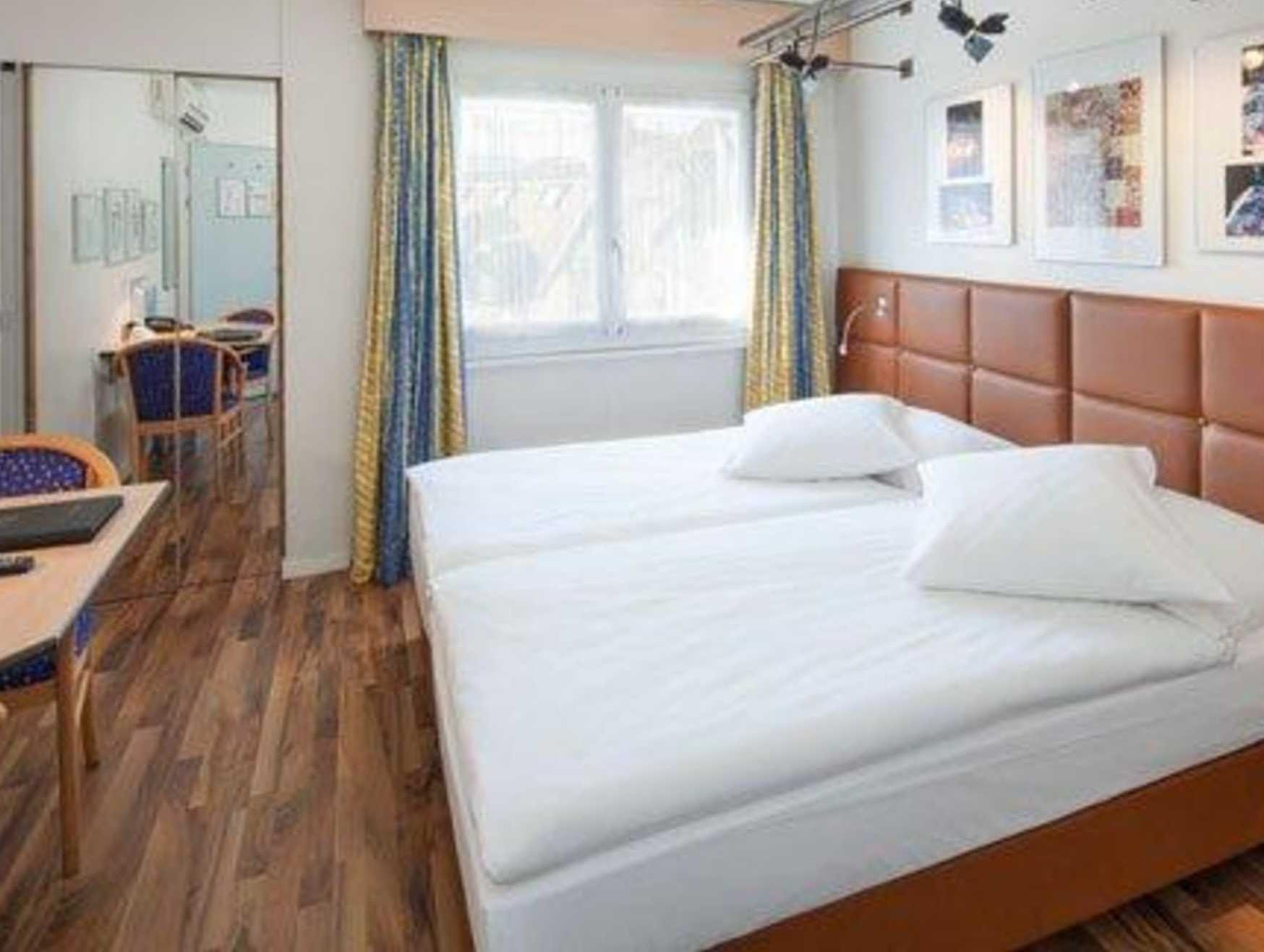Standard Room with 2 single beds
