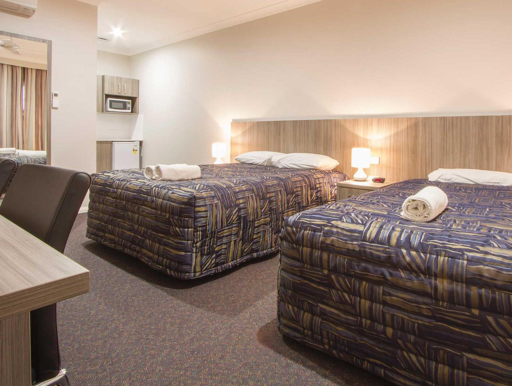 Ground Floor Executive Room with 1 Queen Bed and 1 Single Bed with Kitchenette - No Smoking