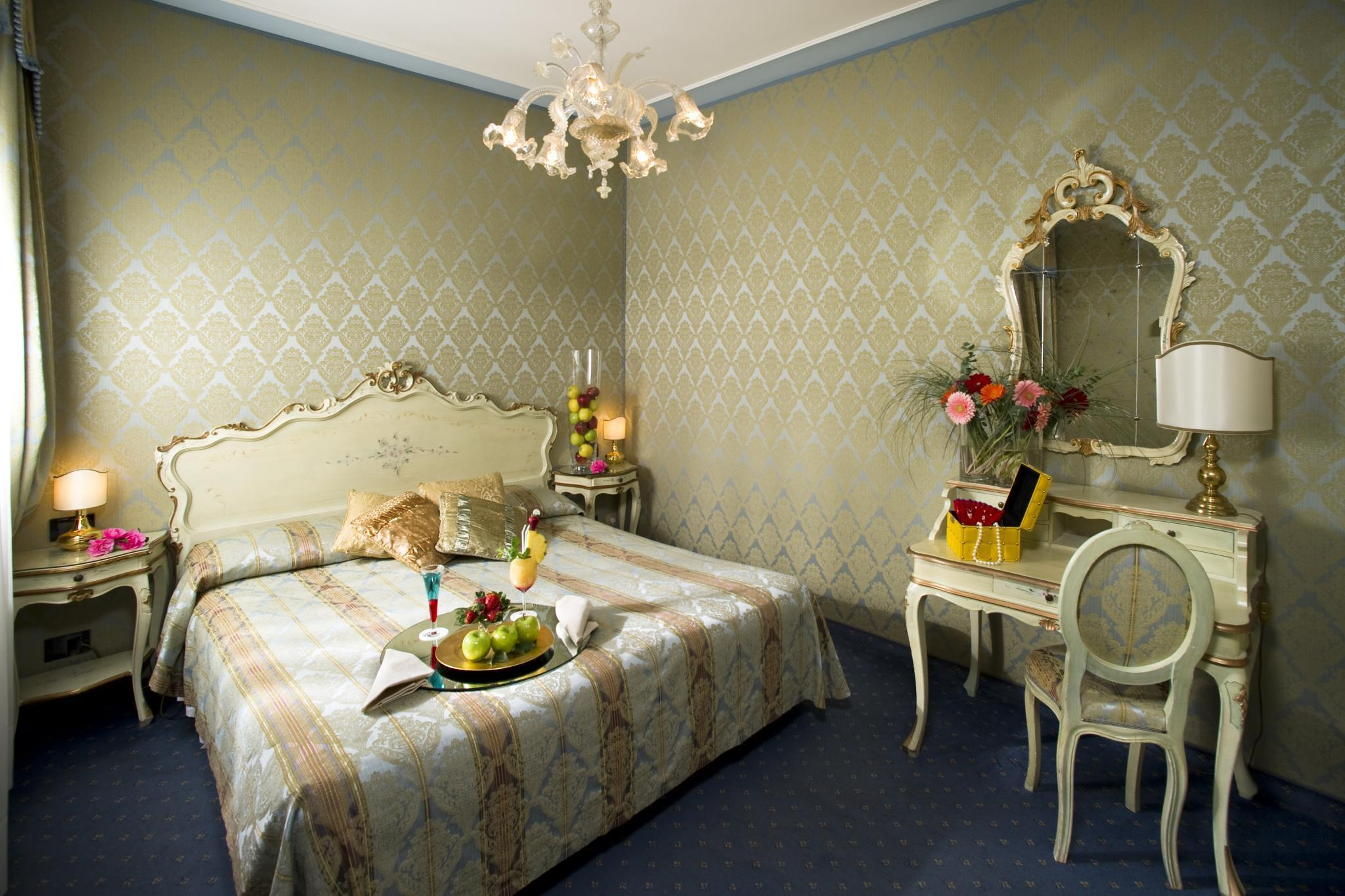 Hotel Carlton On The Grand Venice Standard Room Photos
