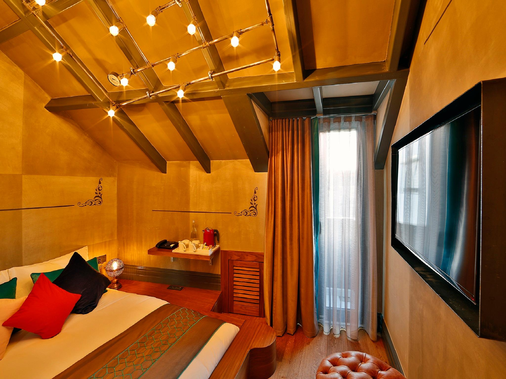 Sanat hotel pera in istanbul room deals photos reviews for Cube suites istanbul