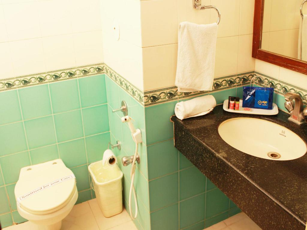 Bathroom OYO Premium Mysore BN Road