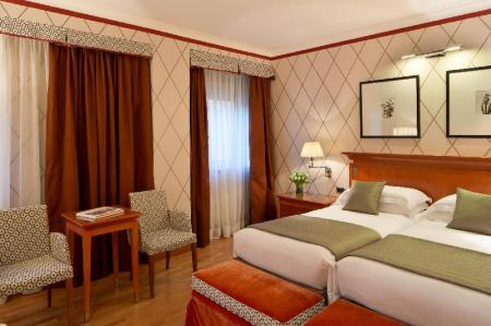 Deluxe Double - Bed Starhotels Metropole