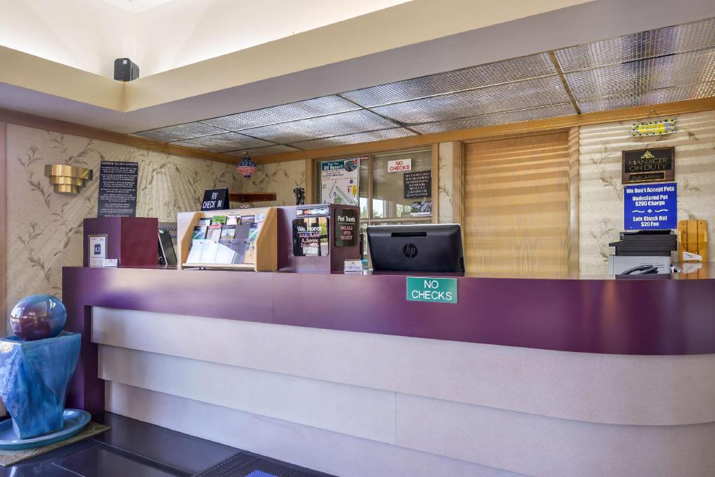 Vestabils Americas Best Value Inn  - Phoenix, OR