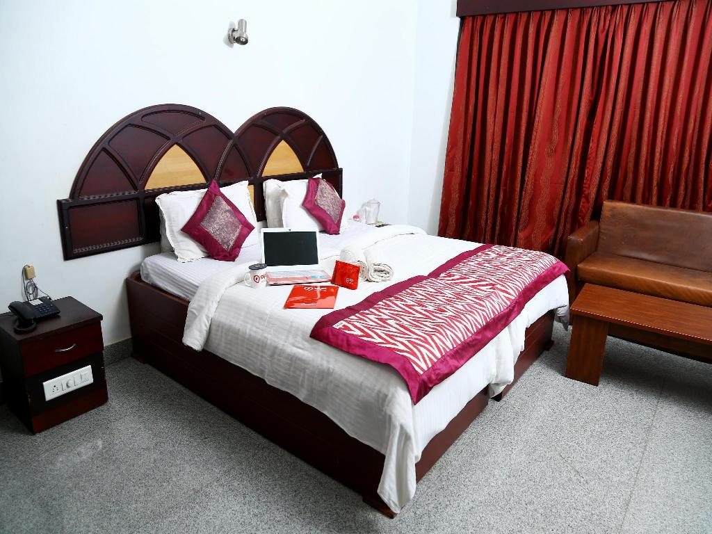 Standard OYO Rooms Trivandrum Railway Station