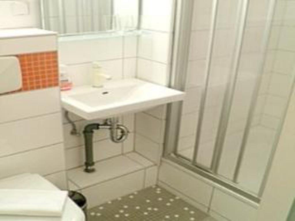 Kamar Single - Kamar mandi City Guesthouse Pension Berlin