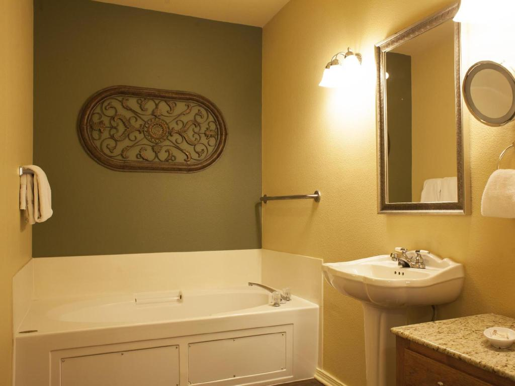 Baño Branson at the Meadows Resort by ResortShare