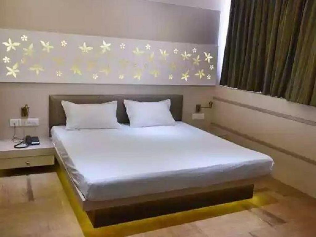 Deluxe STARiHOTELS Kanpur
