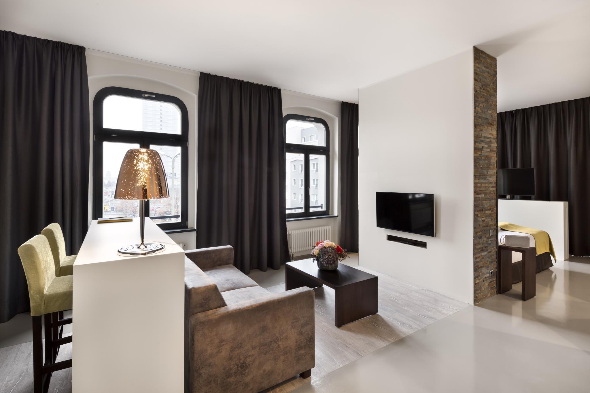 das lux 11 berlin mitte in berlin buchen. Black Bedroom Furniture Sets. Home Design Ideas