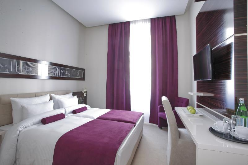 Cameră dublă sau twin standard cu mic dejun (Standard Double or Twin Room with Breakfast)