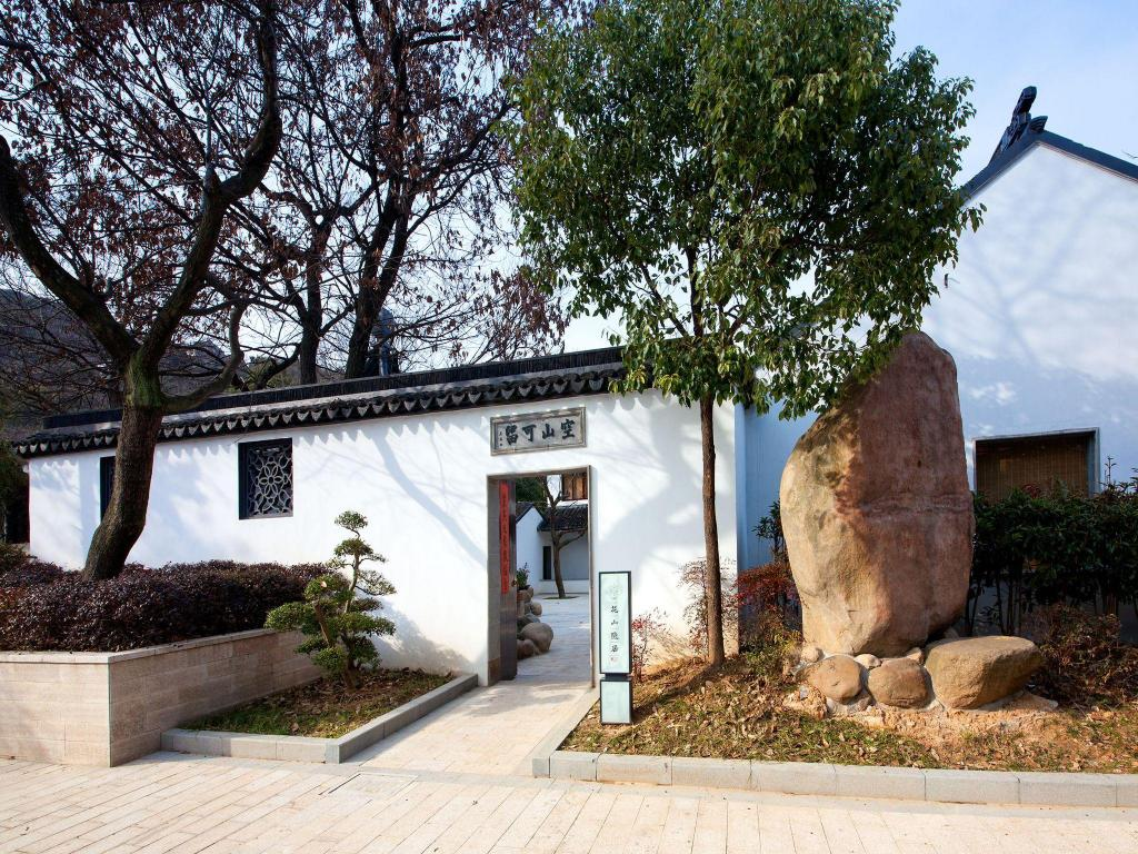 More about Suzhou Huashan Garden Resort
