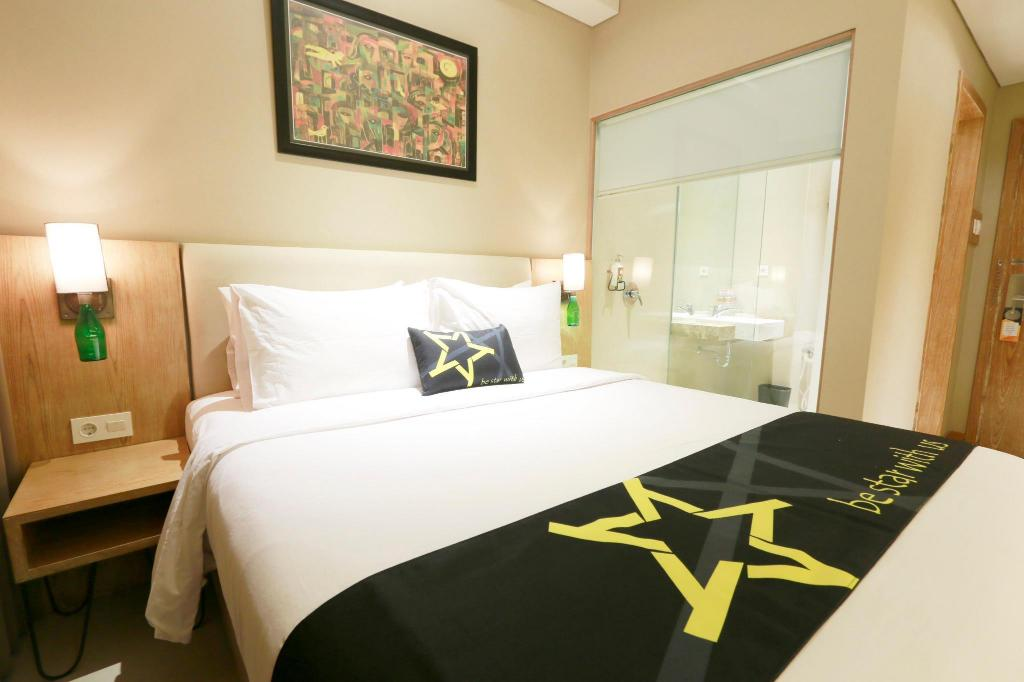 Standard Room - Bed Yellow Star Gejayan Hotel