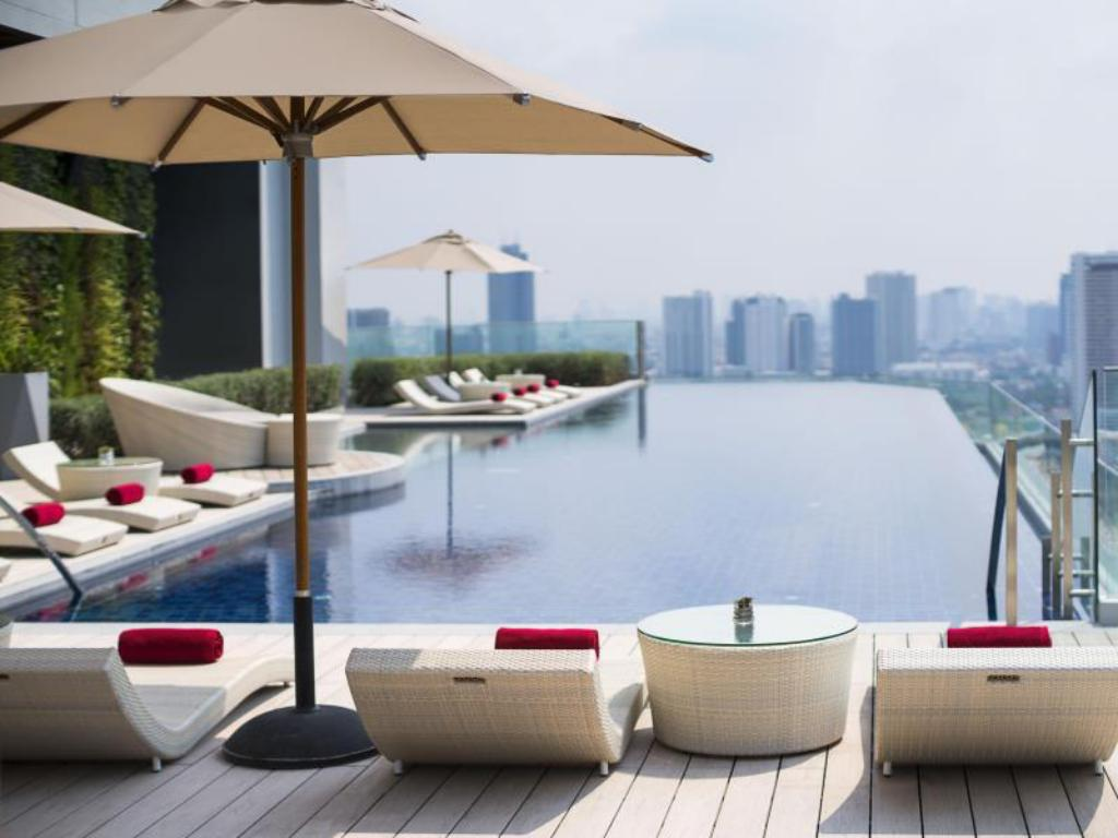 Swimming pool Avani+ Riverside Bangkok Hotel